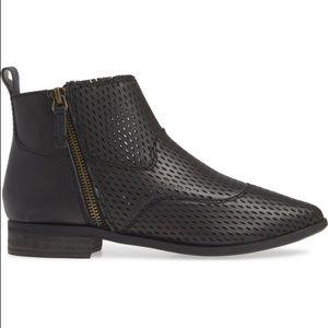 Kelsi Dagger Brooklyn Alaska booties boots black